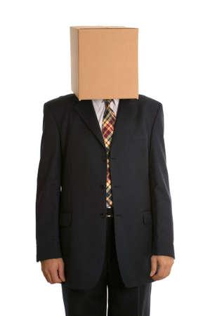 wiedererkennen: Ein anonymer Gesch�ftsmann mit einer Schachtel auf dem Kopf Verheimlichung seiner Identit�t