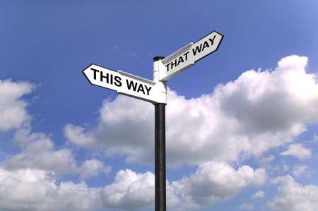 életmód: Útmutató, mondván ezt az utat, hogy milyen módon, jó irányba forgatni az irányt. Stock fotó