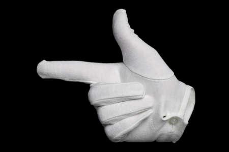 gant blanc: La main dans un gant blanc indiquant le chemin, isol� sur un fond noir. Invisible man effet sur gant. Banque d'images