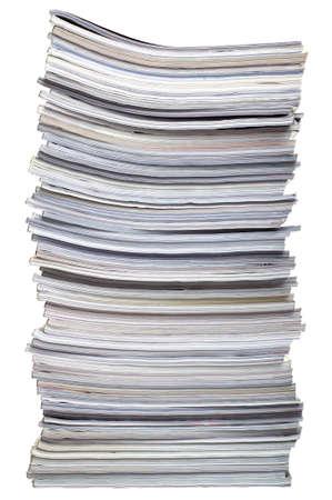 pile papier: Une pile de magazines, isol� sur un fond blanc