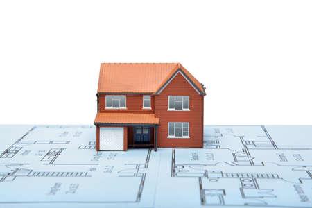 prefabricated buildings: Un modelo de casa en planos con el fondo blanco