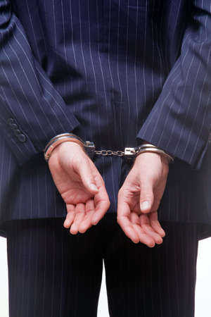 detained: Vista de la parte trasera de un empresario de esposas Foto de archivo