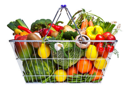 košík: Photo of a wire shopping basket full of fresh fruit and vegetables, isolated on a white background.