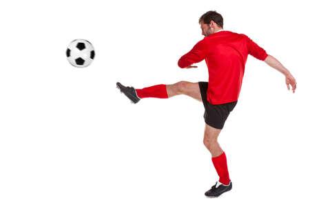 patada: futbolista o futbolista recorta sobre un fondo blanco