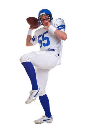 futbolista: un jugador de f�tbol americano, recortar sobre un fondo blanco. Foto de archivo