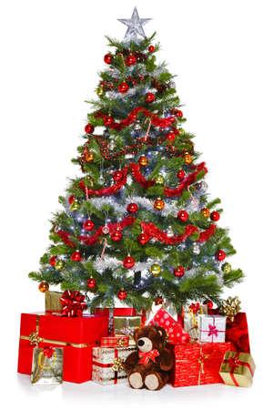 osos navideños: Foto de un árbol de Navidad con adornos y luces rodeado de regalos, aislado en un fondo blanco. Foto de archivo