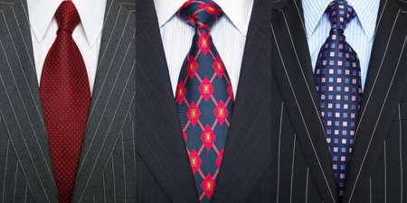 Tríptico de la foto de un tres trajes a rayas con camisa y corbata.