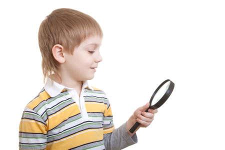 schoolkid search: ni�o buscando wihth lupa