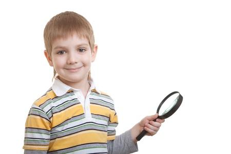 schoolkid search: ni�o sonriente con lupa