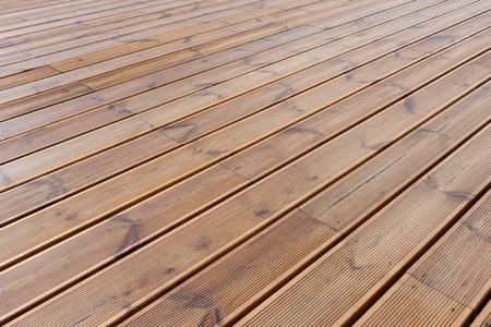 humide de fond rez-de-terrasse bois