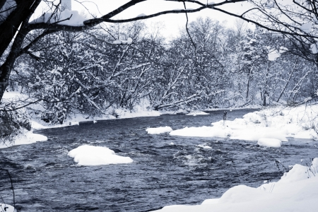 awesome wallpaper: Winter forest river under thick snow in black and white