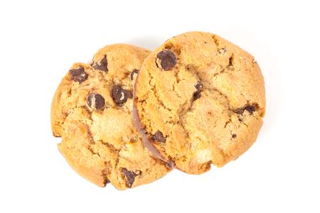 cikolatali: Chocolate chip cookie isolated on white background
