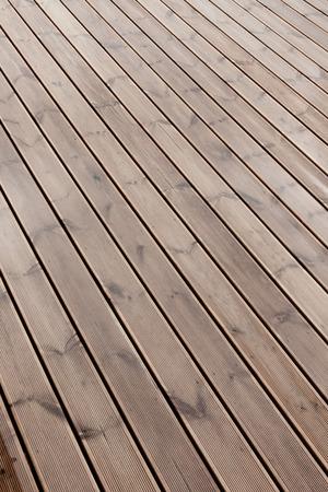 humide terrasse en bois brun texture de fond rez-de-