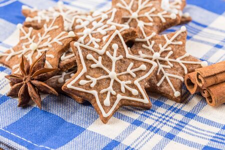 gingerbread cookies: Christmas decoration with gingerbread cookies on wooden background