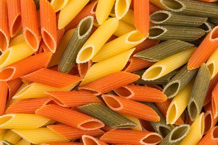pasta: Color de pasta penne. Tomate, espinaca y trigo pastas en formato horizontal