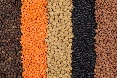 leguminosas: varias leguminosas - rojo, negro, amarillo, verde, lentejas Foto de archivo