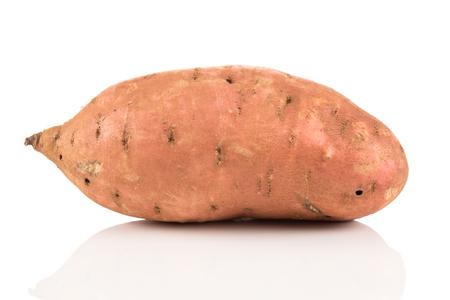 절연 흰색 배경에 고구마 batata
