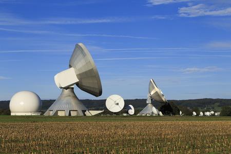 antena parabolica: Una antena parab�lica en Baviera Foto de archivo