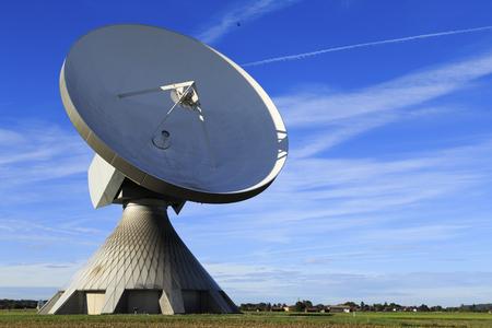 antena parabolica: Una antena parabólica en Baviera Foto de archivo