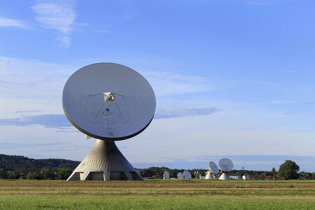 satellite dish: Una antena parabólica en Baviera Foto de archivo