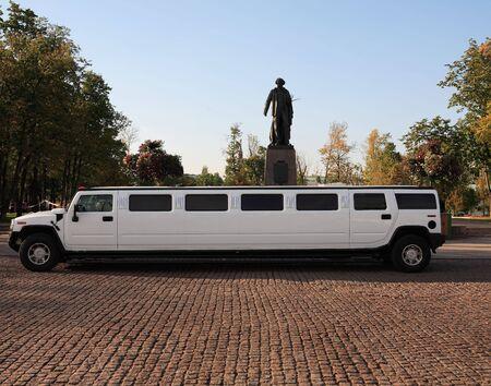 bruiloft Limousine wachten op de ceremonie september dailytime