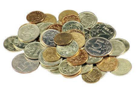 白い背景の上のコインの散乱をクローズ アップ