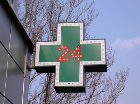 medical twenty-four-hour drugstore signboard at day 版權商用圖片 - 11979389