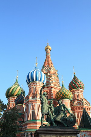 buckler: blessed basil cathedral and Statue of Minin and Pozharsky