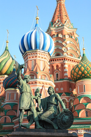 blessed basil cathedral and Statue of Minin and Pozharsky 写真素材 - 120561376