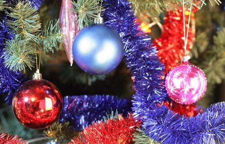 toys on green christmas fir Stockfoto