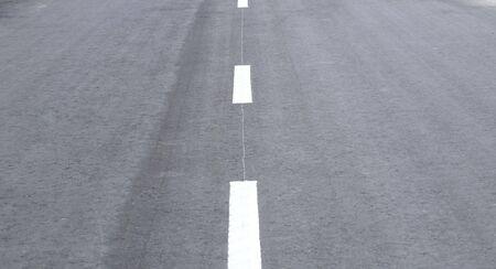 highway on street at day time 版權商用圖片