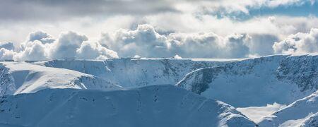 꼭대기가 눈으로 덮인: Solar snowcapped mountains 스톡 사진