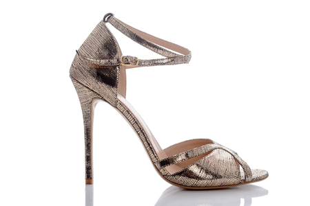 clasp feet: golden - beige sandals on exit for women and girl