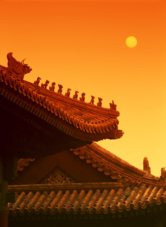 A Vertical Warm Abstract Photo Of A Traditional Chinese Temple Roof LANG_EVOIMAGES