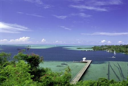 A Blue And Green Horizontal Image Of A Hawaiian Island Port LANG_EVOIMAGES