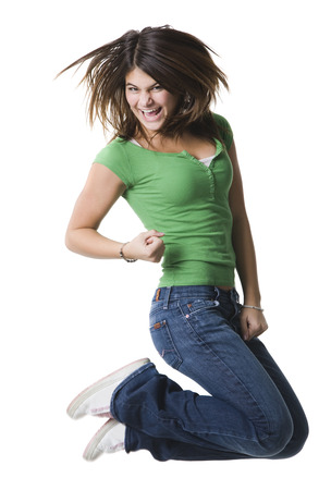 puños cerrados: Retrato de una adolescente saltando en pleno aire LANG_EVOIMAGES