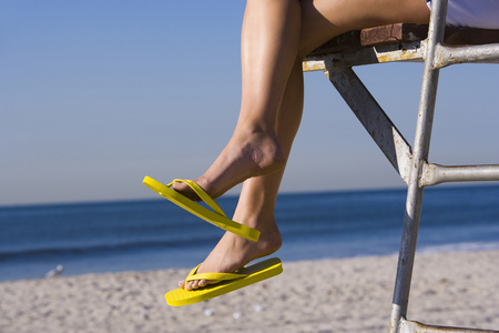 flip flops: Low Angle View Of A WomanS Legs LANG_EVOIMAGES