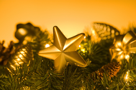 guirnaldas de navidad: Primer plano de adornos de Navidad LANG_EVOIMAGES