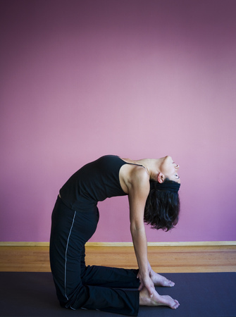 Profile Of A Young Woman Bending Over Her Backwards LANG_EVOIMAGES