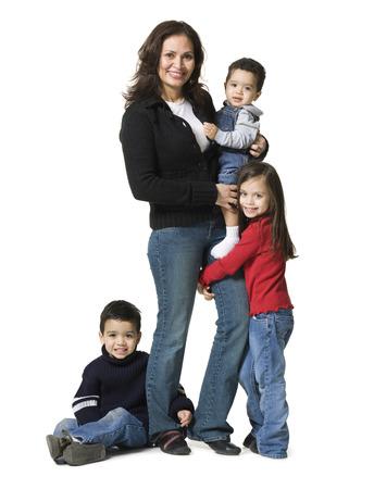 socializando: Retrato de una madre y sus tres hijos