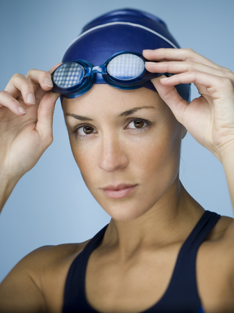 Portrait Of An Adult Woman Adjusting Her Swimming Goggles LANG_EVOIMAGES