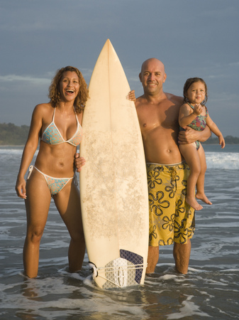 Portrait Of A Family Holding A Surfboard LANG_EVOIMAGES