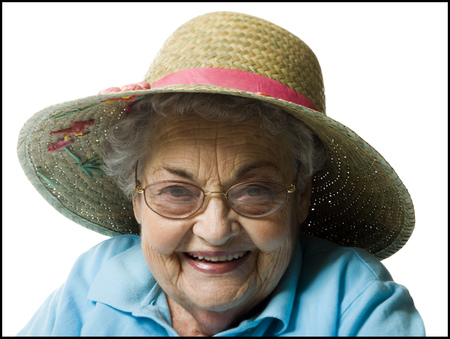 aging woman: Elderly Woman In A Straw Hat LANG_EVOIMAGES
