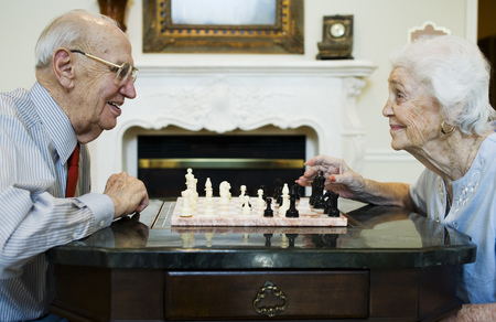 aging woman: Elderly Couple Playing Chess LANG_EVOIMAGES