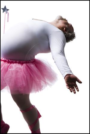 Hombre obeso en Tutu con Wand Dancing