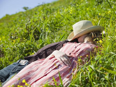 Usa, San Francisco, California, Young Couple Lying On Grass