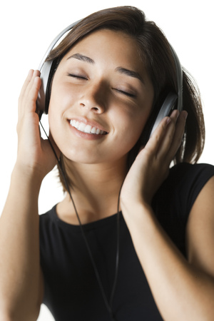 potěšen: Woman Listening To Music And Smiling