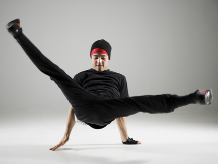 Teenager Breakdancing LANG_EVOIMAGES