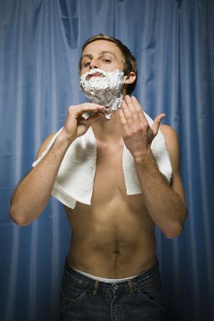 aseo personal: Man Shaving