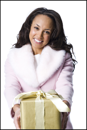 give out: Woman Giving Christmas Gift LANG_EVOIMAGES